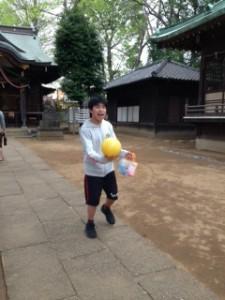 神社ボールあそびしよう